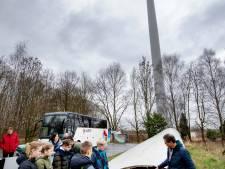 Kinderen brengen werkbezoek aan windmolens: 'Anders dan klimaatspijbelen'