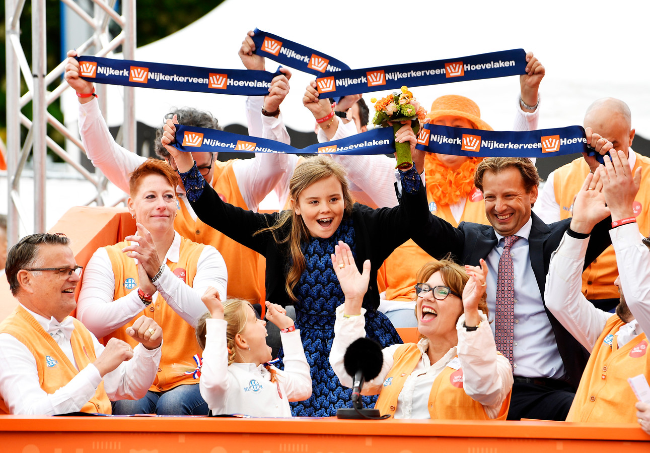 Prinses Ariane en prins Floris tijdens Koningsdag 2019 in Amersfoort.