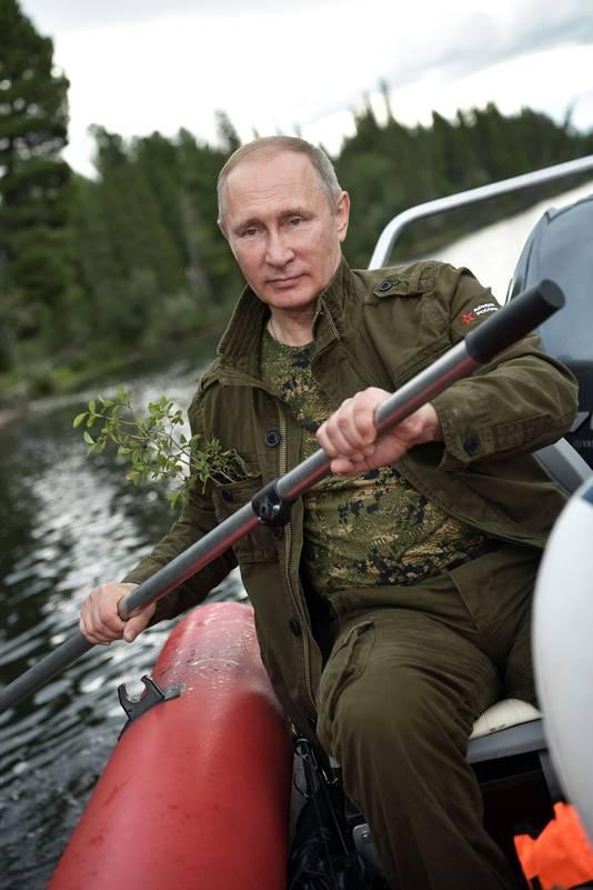 Poetin in een opblaasboot.