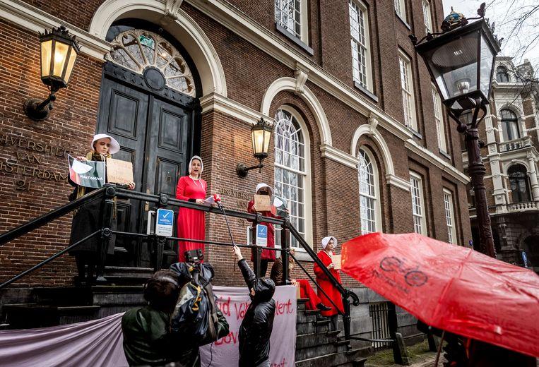 Protest tegen UvA-decaan na meldingen van seksueel wangedrag. Beeld Hollandse Hoogte/ANP