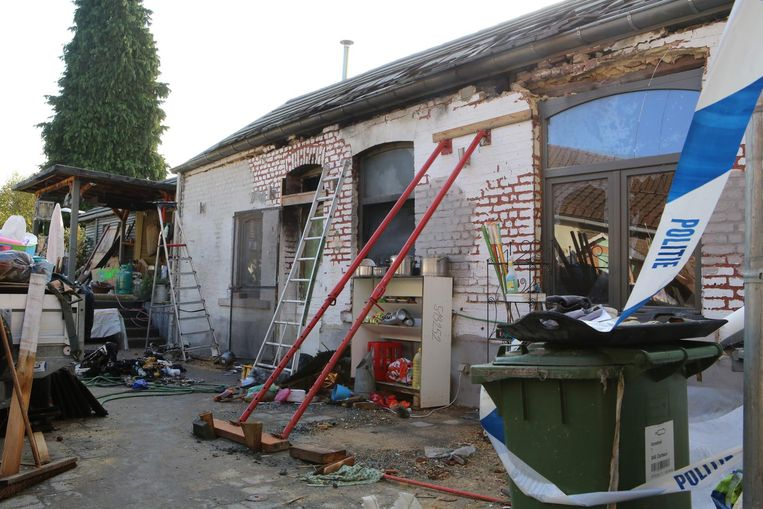 Het huis moest wegens instortingsgevaar gestut worden.
