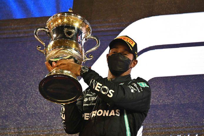 Lewis Hamilton is opgelucht na zijn winst in Bahrein.