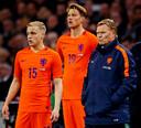 Ronald Koeman brengt Donny van de Beek en Wout Weghorst in het veld bij zijn eerste interland als bondscoach.