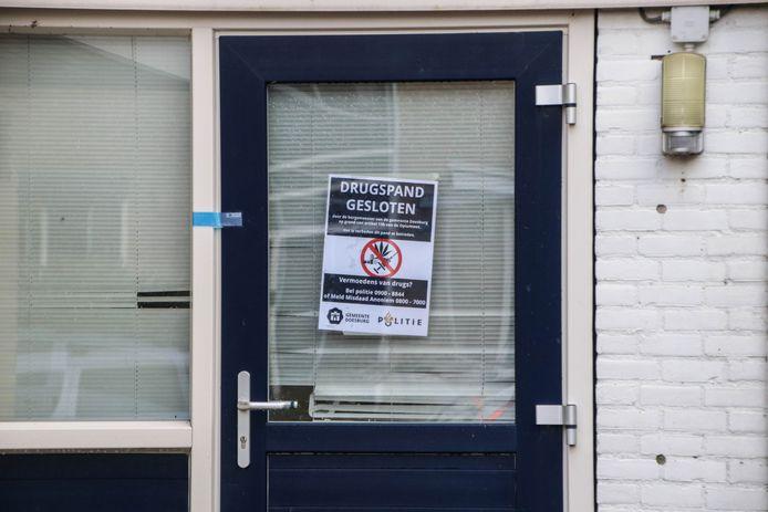 Posters bij de gesloten woning aan de Magnolialaan in Doesburg.