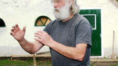 In zijn boerderij in Ruinerwold schreef Gerrit Jan van D. aan zijn eigen evangelie op internet