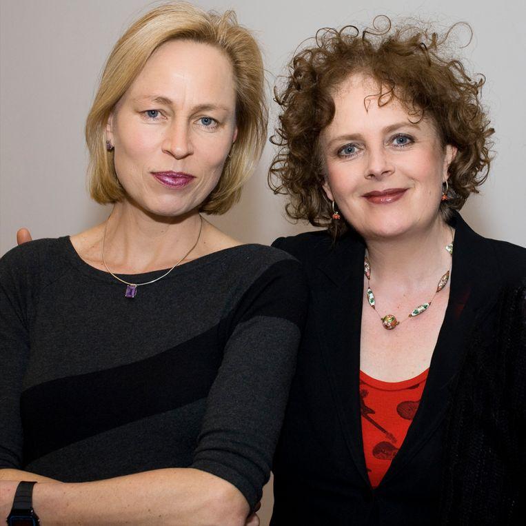 Marieke Hen- selmans (rechts, naast Erica Verde- gaal): 'Wie wacht tot er iets overblijft aan het eind van de maand, houdt niks over. Zet dus eerst iets op je spaarreke- ning: pay your- self first.' Beeld HUMO