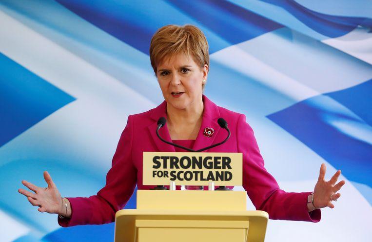 SNP-partijleider Nicola Sturgeon wil Schotland uit het Verenigd Koninkrijk halen om het in de EU te houden. Beeld REUTERS