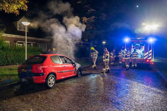 In de Arnhemse wijk Het Broek is vannacht een auto uitgebrand