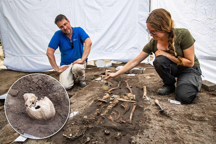 Bij de opgravingen op het Grote Kerkhof in Deventer zijn een bijzondere schedels aangetroffen. Op de schedels zitten sporen van een zogeheten maagdenkroon.