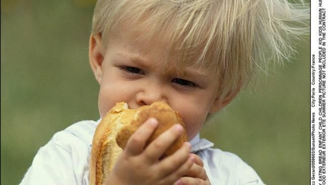 Een leven zonder overgewicht wenkt voor baby's die met vingers eten