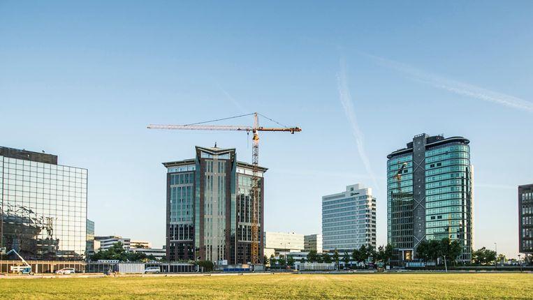 Drie torens in dit panorama naast de Arena zijn van een Singaporese belegger. Die zet er nog drie woontorens bij Beeld Eva Plevier