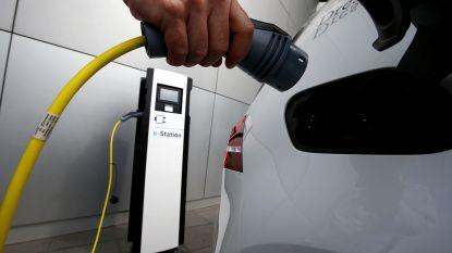 """Vlaamse overheid organiseert groepsaankoop om elektrische wagens aantrekkelijker te maken: """"Op Autosalon zal je niet goedkoper vinden"""""""