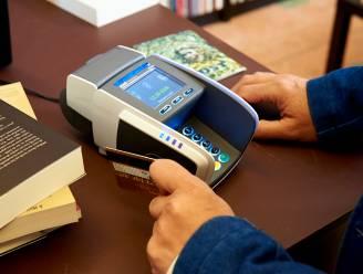 Man (35) stal portefeuilles van werknemers en gebruikte nadien bankkaart om contactloos te betalen