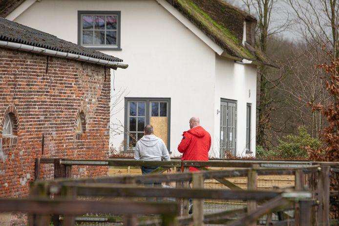De woonboerderij aan Te Veenweg Zuid in Eemnes waar eerder een groot drugslab voor crystal meth werd ontmanteld.