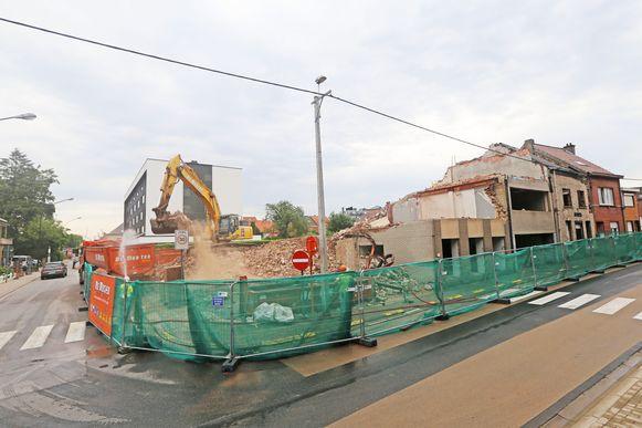 De gebouwen van de Liberale Mutualiteit in de Prieelstraat en het leegstaande café Sporta ruimen plaats voor een nieuw woonproject.