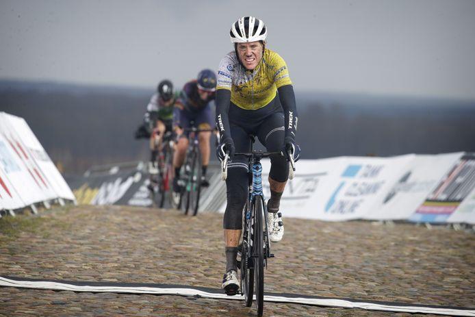 De Woerdense wielrenster Ellen van Dijk op de VAM-berg tijdens de door haar gewonnen Healthy Ageing Tour