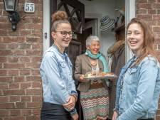 Goese ouderen blij met verrassingslunch van het Hoornbeeck: 'Maar we missen de meiden wel'
