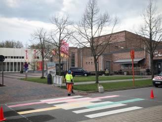 Eerste regenboogzebrapad kleurt stadscentrum van Geel