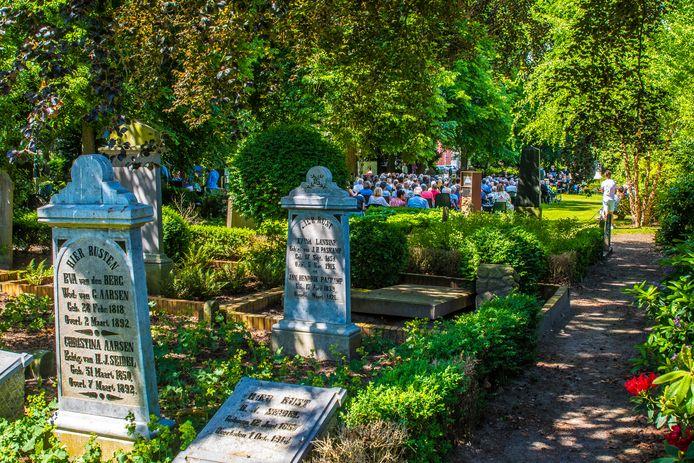 De historische begraafplaats aan de Bornsestraat, waar ook jaarlijks een concert wordt gehouden.
