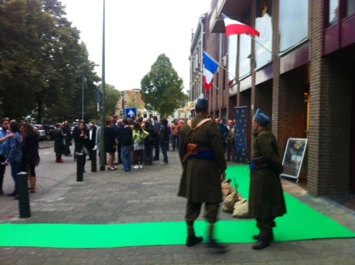 De gasten van de filmpremiere van Patria werden op een groene loper ontvangen.