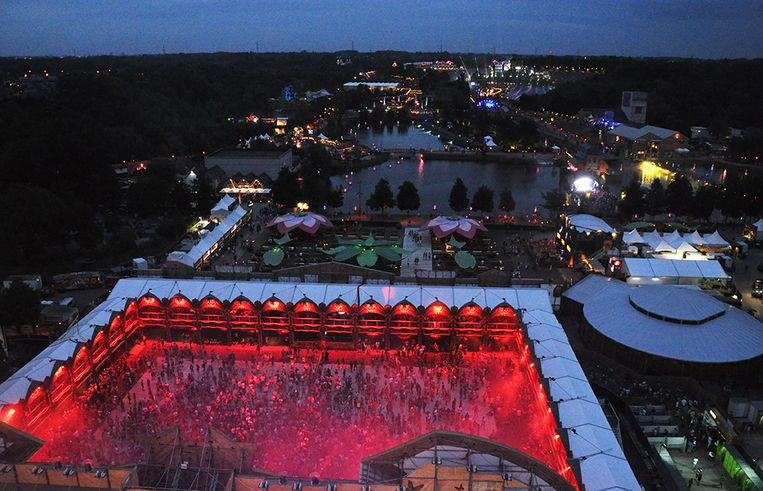 Tomorrowland by night. Beeld Astrid Snoeys