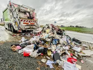 Vuilniswagen vat vuur in Ooike