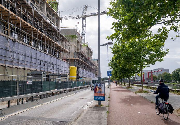 De studentenflats aan de Kanaalweg mogen door Woongoed Middelburg waarschijnlijk ook verhuurd worden aan niet-studenten. De gemeente wil dat mogelijk maken om woningnood bij een- en tweepersoons huishoudens tegen te gaan.