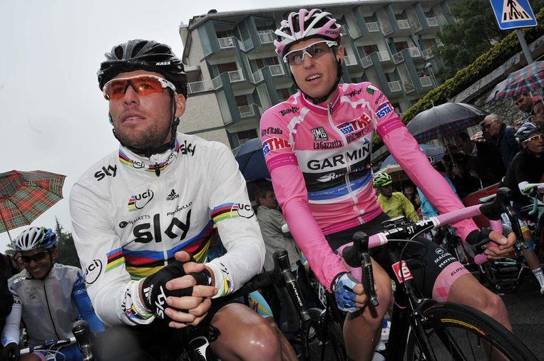 Ryder Hesjedal naast Mark Cavendish tijdens de Giro van vorig jaar Beeld AP