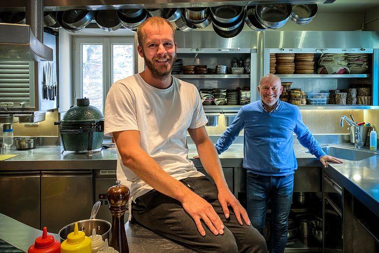 Cyriel Huysentruyt (30), zoon van Piet (rechts) en de huidige chef-kok van Likoké in de Ardèche. Beeld