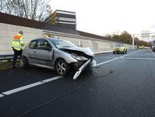 Zwangere vrouw ramt met auto geluidswal langs A28 bij Zwolle