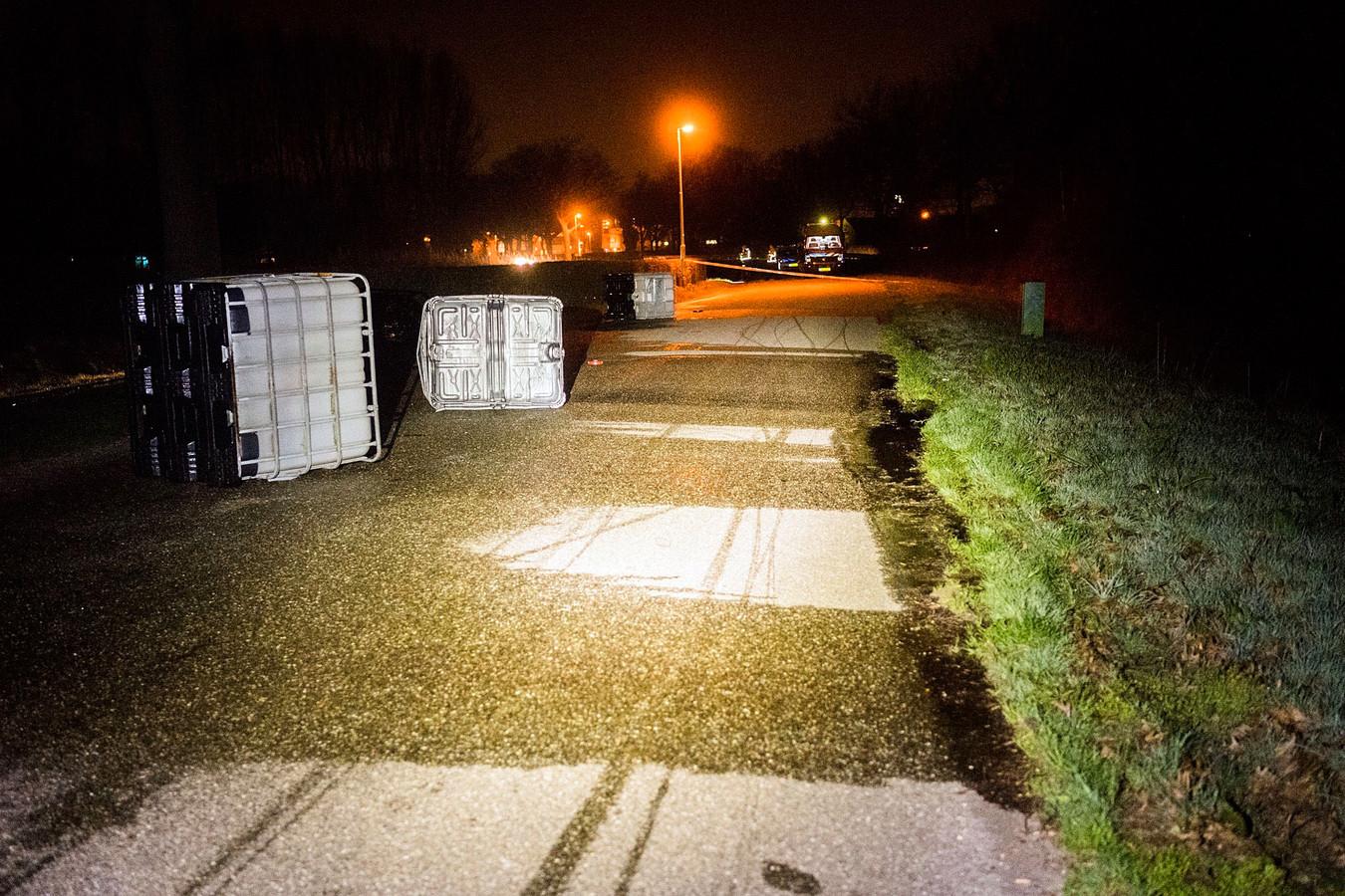 Tussen Eindhoven en Son werden in maart 2019 drie vaten van duizend liter met drugsafval uit een vrachtauto gegooid.