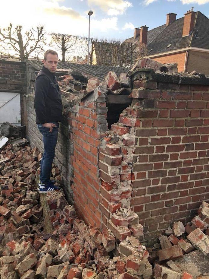 In Roeselare kwam een muurtje op twee garages van Bistro Novo terecht.