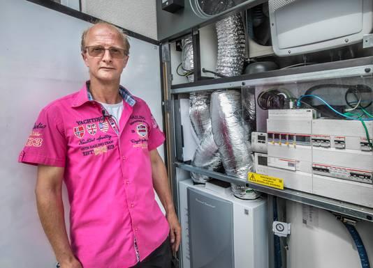 Volgens Denis de Jong wordt de lucht in de duurzame woningen niet goed ververst.