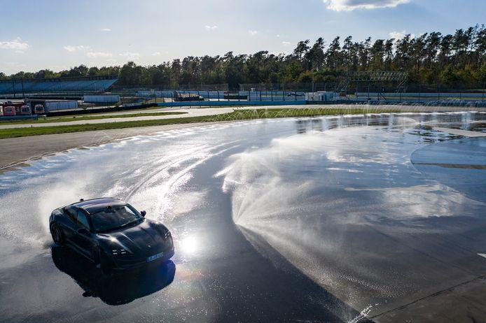 Driftende Porsche Taycan