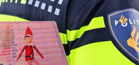Bijzonder hardleerse Amsterdammer gepakt in Lelystad, politie plakt 'elfje' op zijn rijbewijs