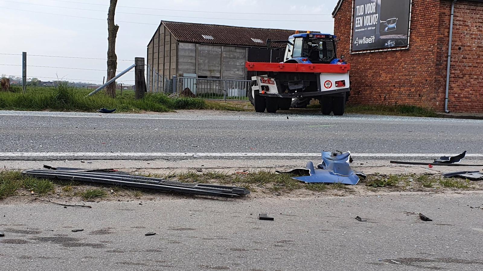 De vrachtwagen reed achteraan in op de oplegger van de truck.