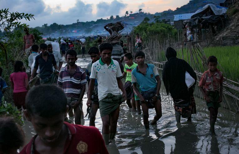 Vluchtelingen in een kamp voor Rohingya in Bangladesh. Beeld Getty Images
