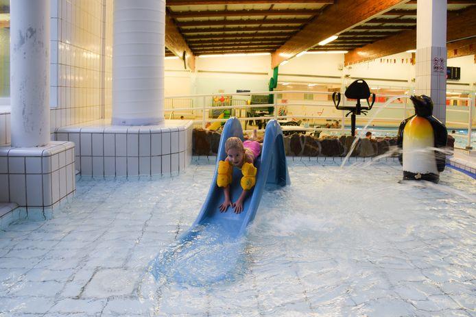 Samen met enkele waterspuiters en twee glijbaantjes, krijgen ook de twee speelelementen die door de kinderen gekozen zijn een plaats in het nieuwe kleuterbad.