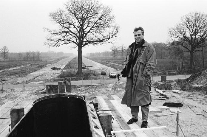 Peter Derksen bij de troeteleik, begin 1989, tijdens de aanleg van de A58 onder Breda.