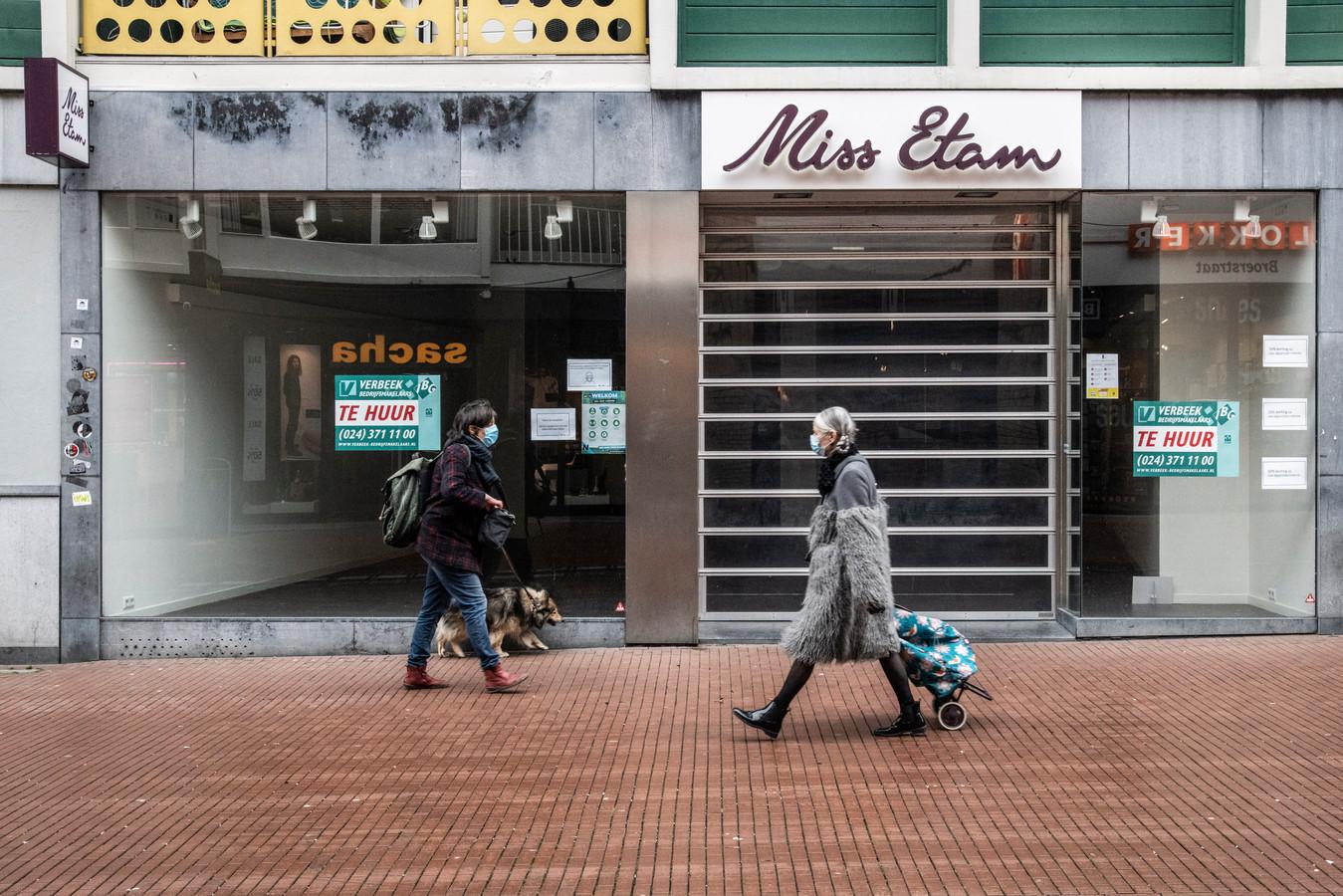 De kans is groot dat de winkels van Miss Etam, zoals hier in Nijmegen, ook na de lockdown gesloten blijven.