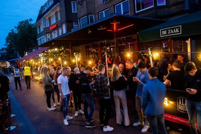 Even de app laten checken en het feest kan beginnen in Apeldoorn.