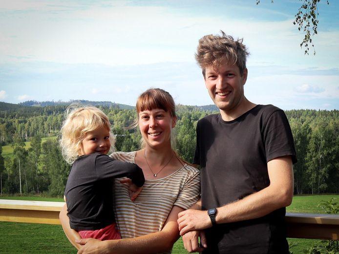 """Robin Berthier en Marieke Pattijn met zoontje Luka: """"Leven op het ritme van natuur en seizoenen."""""""