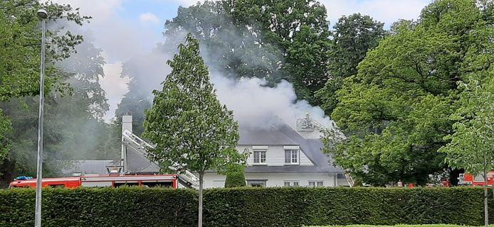De brandweer van Brasschaat kreeg de hulp van Kapellen en Schoten om het vuur te bestrijden.