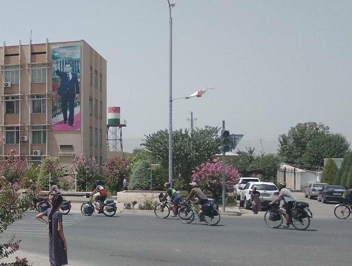 Volgens de site Akhbor.com is dit een foto van de toeristen.