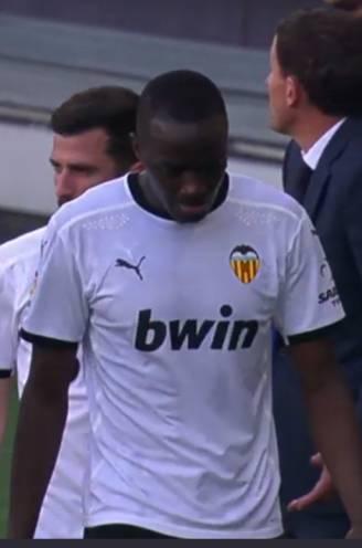 """Spelers Valencia stappen van het veld na racistische uitspraak richting Diakhaby, wedstrijd na kwartier hervat: """"Trieste dag voor het voetbal"""""""