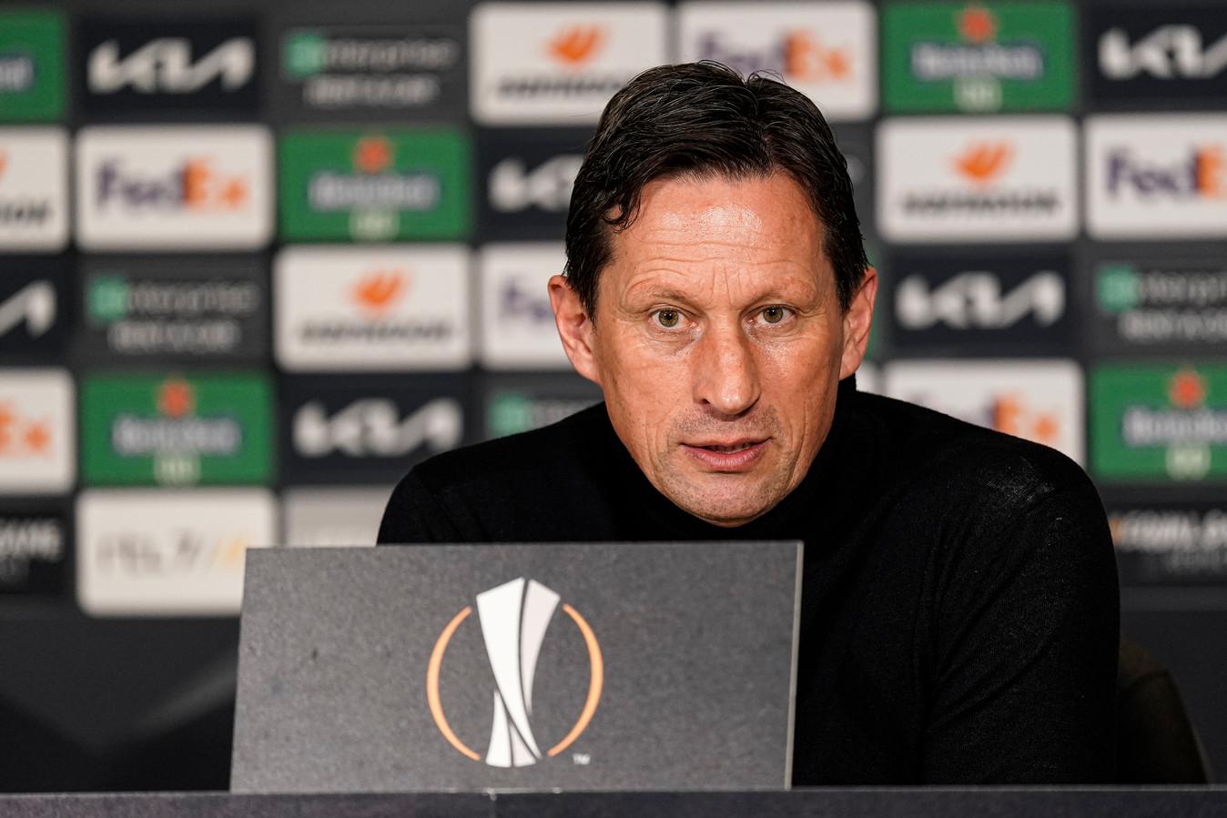 Roger Schmidt vindt dat PSV en Ajax redelijk aan elkaar gewaagd zijn.
