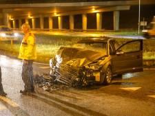 Auto volledig in puin na botsing met vrachtwagen in Apeldoorn