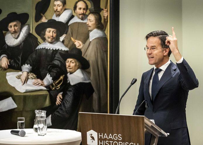 Demissionair premier Mark Rutte tijdens de opening van de tentoonstelling Macht – 800 jaar Binnenhof in het Haags Historisch Museum