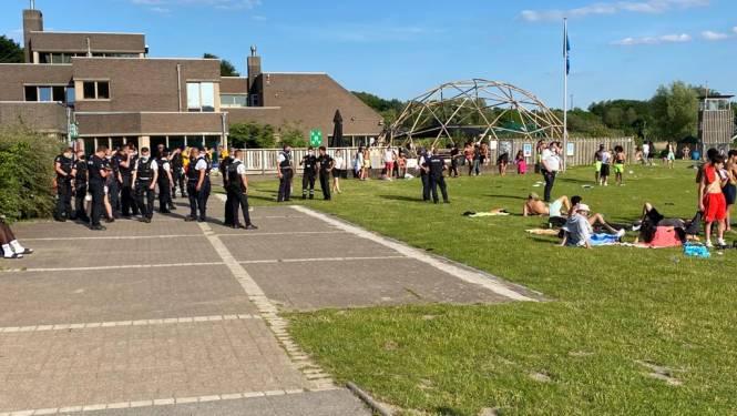 """Politie ontruimt strandzone van recreatiedomein Blaarmeersen in Gent na zware vechtpartij: """"Brusselse jongeren hebben lak aan elke regel"""""""