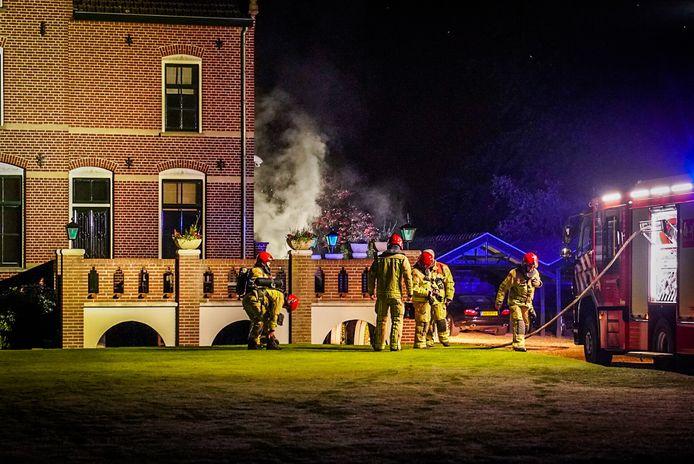 Vermoedelijk ontstond de brand bij het opladen van accu's voor modelbouwproducten.